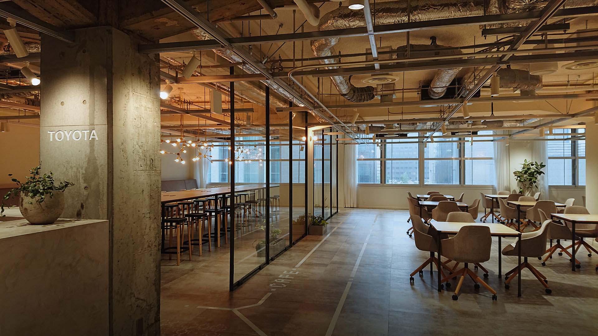 https://www.toyota-tokyo.tech/ より。大手町オフィスの様子。